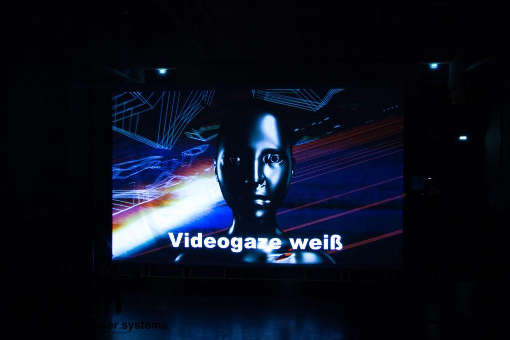 videogaze-weiß-projektion-beamer-aufpro